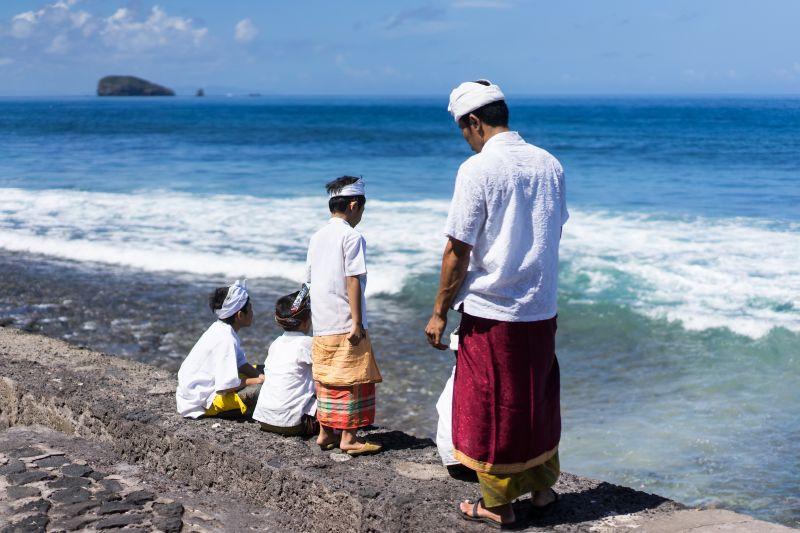 Village de paludiers et route vers le Sud de l'île