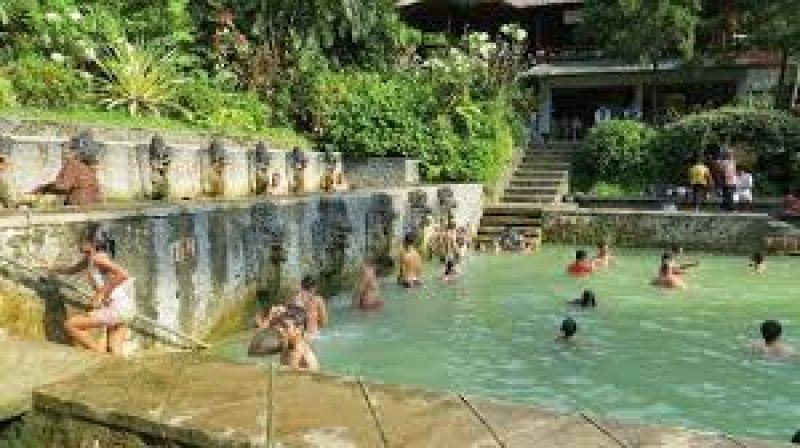 Découvrir le nord de Bali , SPA naturel, marché plages, de sable noir et cascades