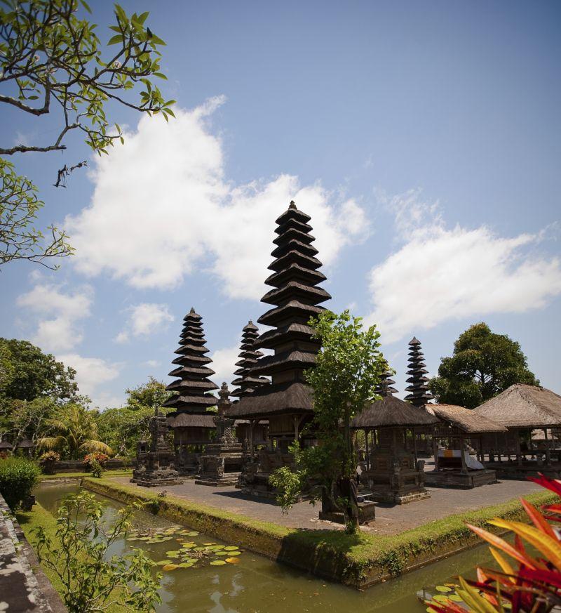Temple royal et coucher de soleil