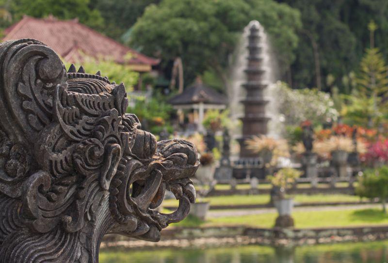 Palais aquatiques et villages animistes